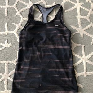 Great condition Nike workout tank w built in bra